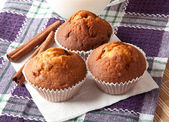 Delicious muffins with raisins and cinnamon — Stock Photo