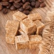 Close up of brown sugar cubes and coffee beans - Stockfoto