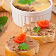 Homemade chicken liver pate, basil, tomatoes and slices of white bread — Stock Photo