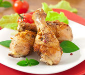 Grilled chicken legs and vegetables — Stock Photo
