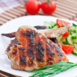 Chicken wings with salad — Stockfoto
