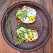 Toast with fried egg, cucumber and arugula — Stock Photo