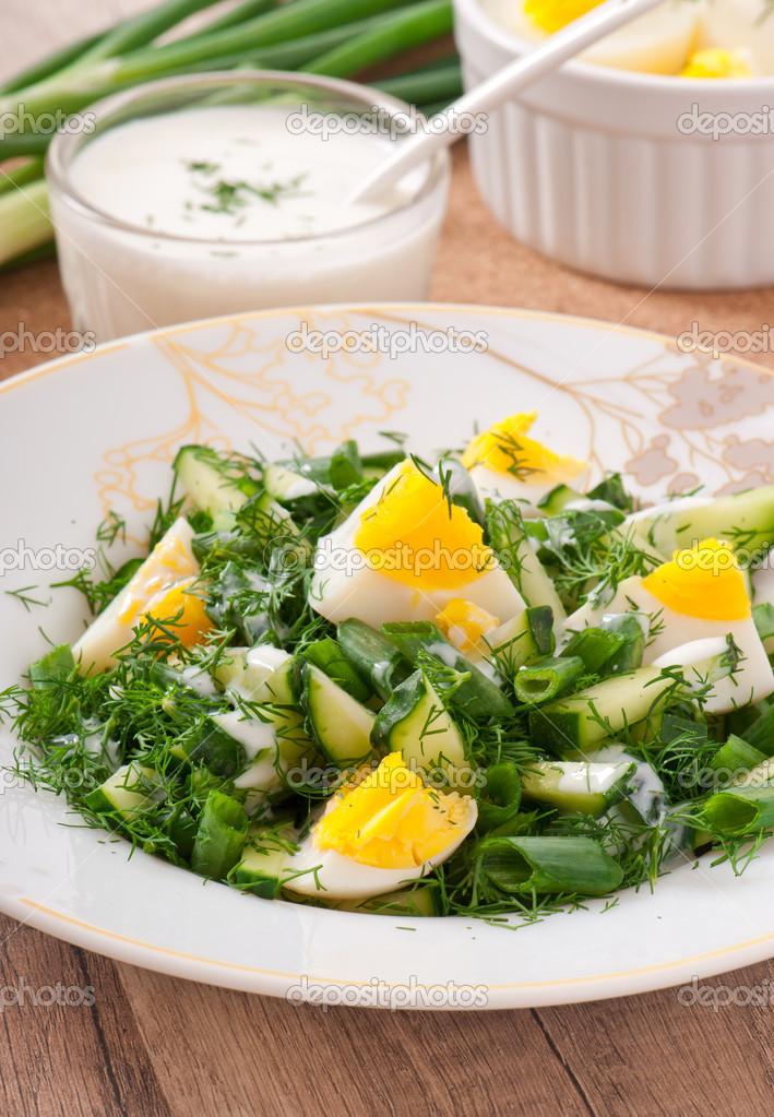 Салат с отварным яйцом