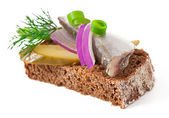 Sandwiches of rye bread with herring, onions and herbs. — Stock Photo
