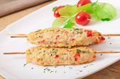 Shish kebab of chicken with peppers and cheese — Stock Photo