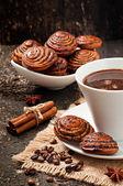 Taza de café y galletas con semillas de amapola — Foto de Stock