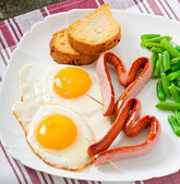 Fried eggs with sausage and green beans — Stock Photo