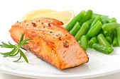 Grilled salmon and green beans — Stock Photo