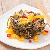 Seaweed salad with orange and sesame seeds — Stock Photo