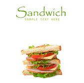 Sanduíche com bacon e legumes no fundo branco — Fotografia Stock