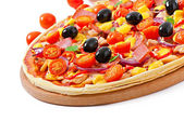 Pizza with vegetables, chicken, ham and olives isolated on white — Stock Photo