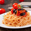 Foto Stock: Spaghetti with tomato and olives