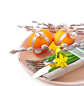 Easter table setting with daffodil and cutlery — Stock Photo
