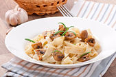 Vegetarian dish with tagliatelle and mushrooms — Stock Photo