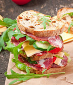 Sandwich with ham, cheese and fresh vegetables — Stock Photo