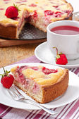 French pie (quiche) with strawberries — Stockfoto
