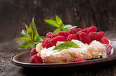 Curd cheese with raspberries — Stock Photo