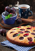 Cake with plums and cup of tea — Stock Photo