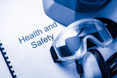 зарегистрироваться в очки, наушники и шлем — Стоковое фото