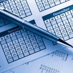 Operating budget, calendar and pen — Stock Photo #16639275