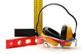 Vinkel linjal, balans nivå, skyddsglasögon och hörlurar — Stockfoto