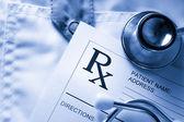 Seznam stetoskop a pacient na lékaři halena — Stock fotografie