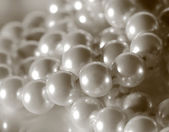 String of white shining pearls — Stockfoto