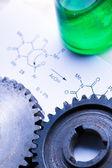 Chemia wzór zielony kolby i koła zębate mechaniczne — Zdjęcie stockowe