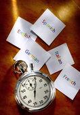 使用不同的语言和秒表卡 — 图库照片