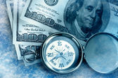 Vintage kompass och pengar — Stockfoto