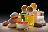 Spa stones, candle and shampoo — 图库照片