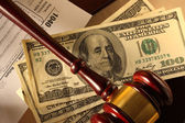 Wooden gavel and banknotes — Stock Photo