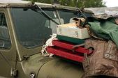 Wojskowe ciężarówki i opakowania. — Zdjęcie stockowe