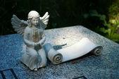 Angelo sulla tomba. — Foto Stock