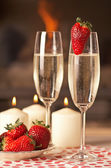 Champagne and strawberries. — Stock Photo