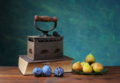 Plums, figs and old iron — Photo