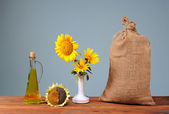 Sunflowers in a ceramic vase and a sack — Stock Photo