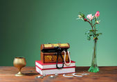 Jewelry in box and flowers — Stock Photo