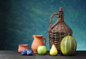 Melon, pear, apple, plum and ceramic dishes — Стоковое фото