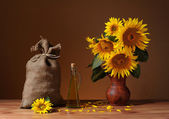 Sunflowers in a vase and a sack of jute — Foto Stock