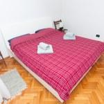 Clean bedroom — Stock Photo #13659303