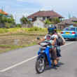 Family on scooter in Bali - Stockfoto