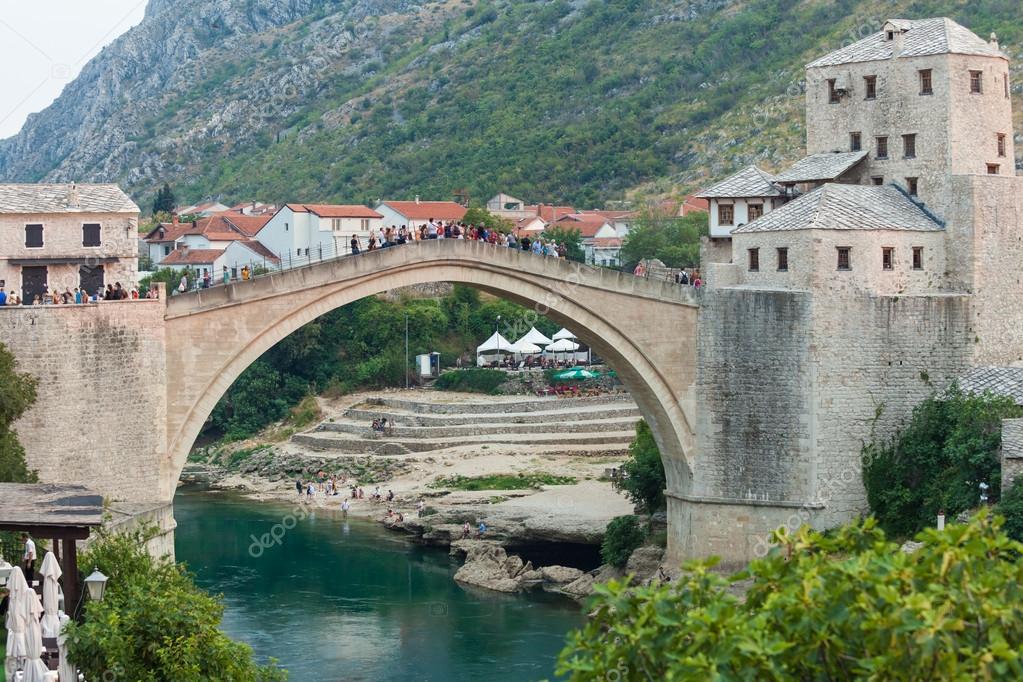 Ponte vecchio di mostar bosnia foto editoriale stock for Ponte sopra i piani del garage