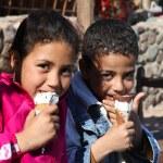 Постер, плакат: Kids eating ice cream