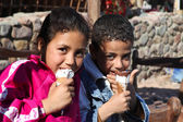 Kids eating ice-cream — Stock Photo