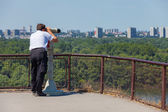 Tourist using binoculars — Stock Photo