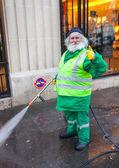 Old man washing streets — Stock Photo