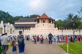 Tourists in front of The Temple of the Tooth Relic — Stock Photo