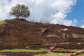 Group of tourists visiting Sigiriya complex — Stock Photo