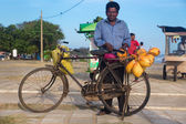 Local man selling fresh coconuts — Stok fotoğraf